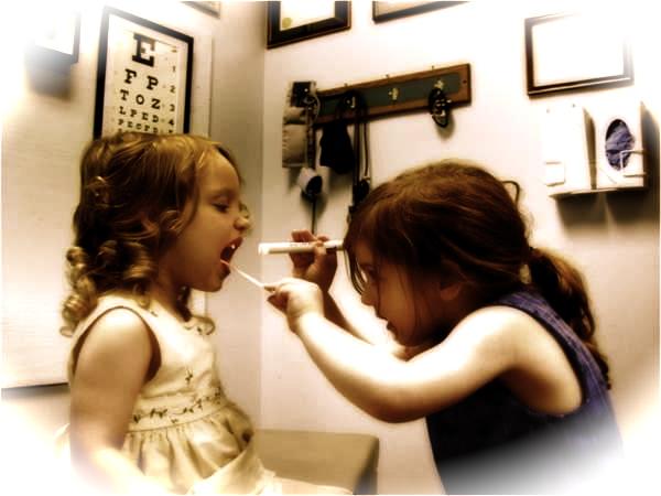giocare a fare il dottore con mia sorella - Il dottore