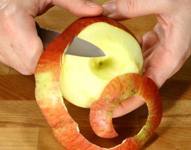 sbucciare la frutta - Sbucciare la frutta